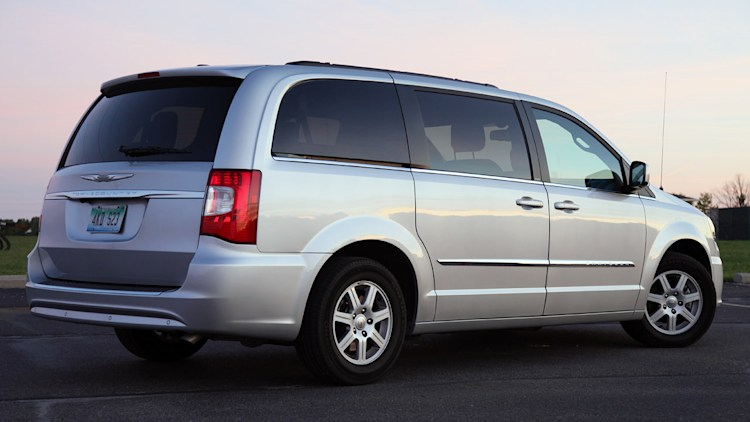 next chrysler minivan to get optional awd nine speed auto. Black Bedroom Furniture Sets. Home Design Ideas