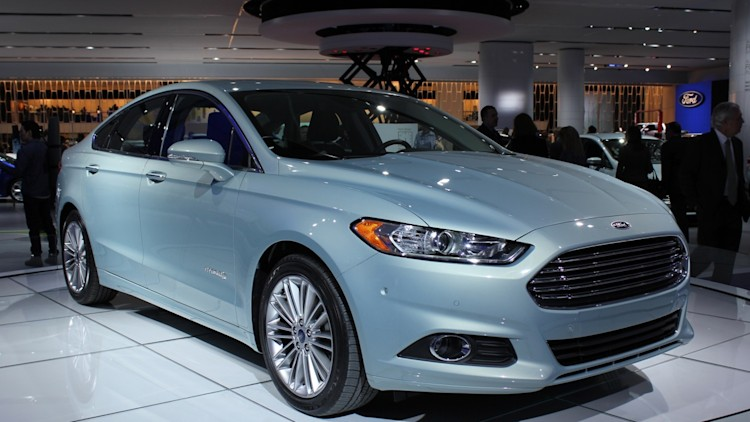 2013 ford fusion hybrid packs 47 mpg dashing good looks. Cars Review. Best American Auto & Cars Review