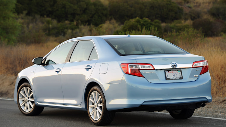 2013 toyota camry hybrid review photo gallery autoblog. Black Bedroom Furniture Sets. Home Design Ideas