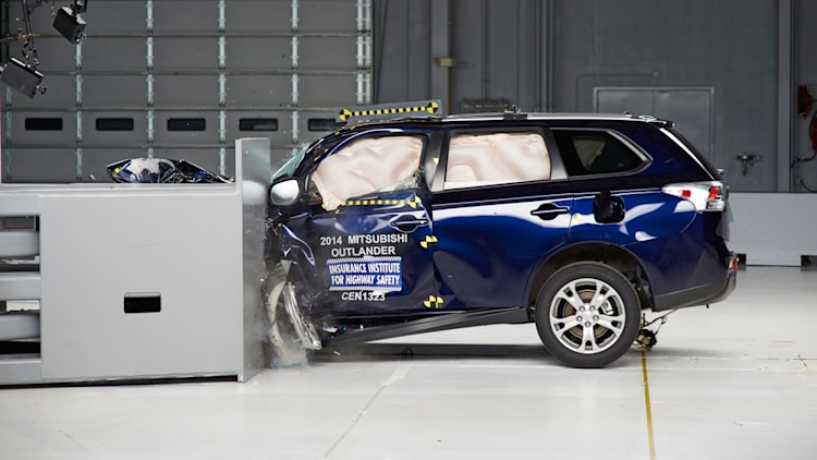 2014 Mitsubishi Outlander IIHS Top Safety Pick+