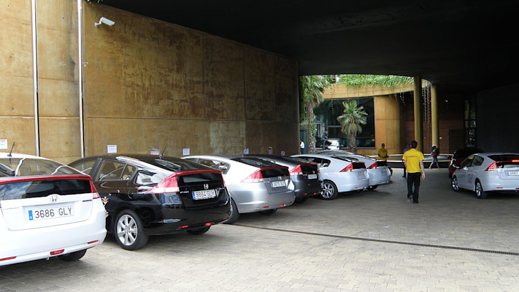 Cars waiting for the Eco Desafio