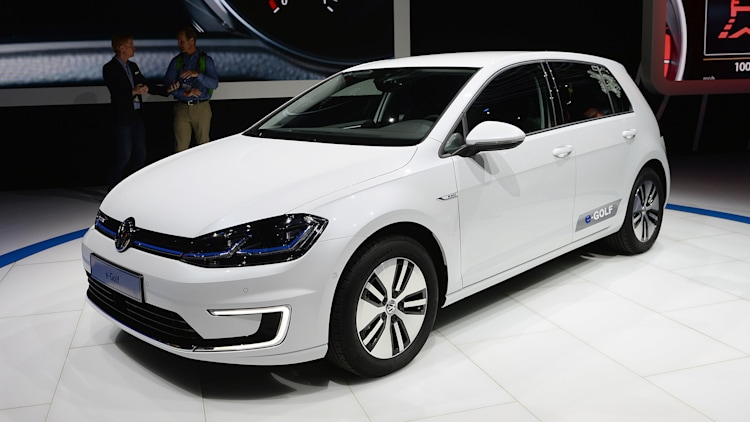 2017 volkswagen e golf la 2016 photo gallery autoblog. Black Bedroom Furniture Sets. Home Design Ideas