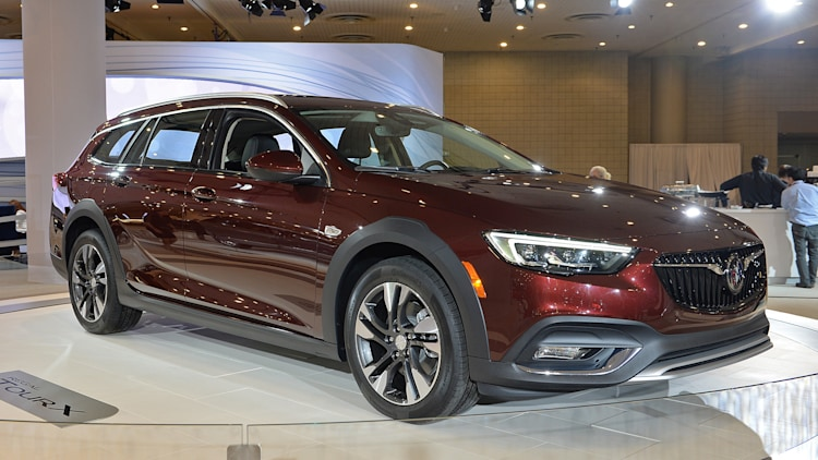 2018 buick regal tourx new york 2017 photo gallery autoblog. Black Bedroom Furniture Sets. Home Design Ideas