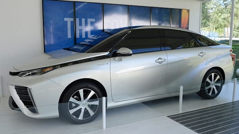 Japan considering offering free hydrogen cars because $30k incentives apparently not enough