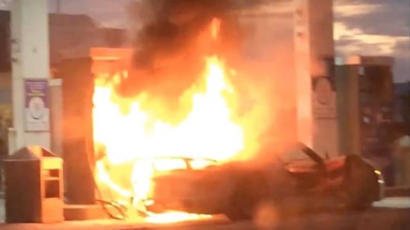 Porsche 918 Spyder burns to ground in gas station conflagration