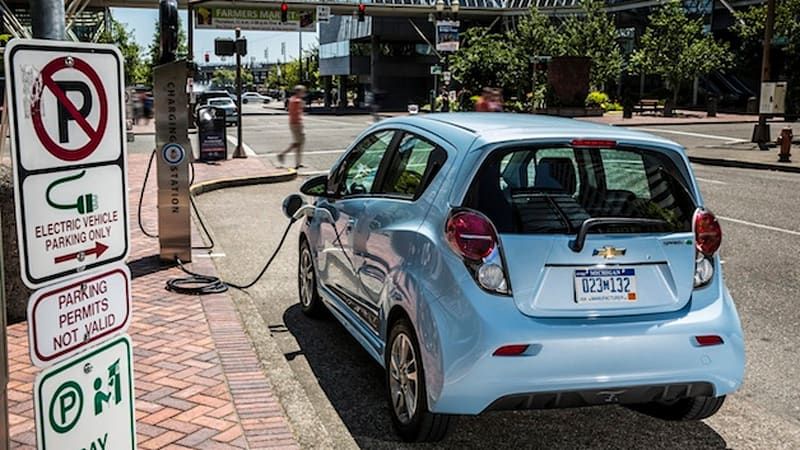 8 automakers, 15 utilities collaborate on open smart-charging for EVs