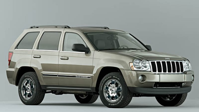Chrysler recalling hundreds of thousands of Jeep Grand Cherokee and Commander SUVs