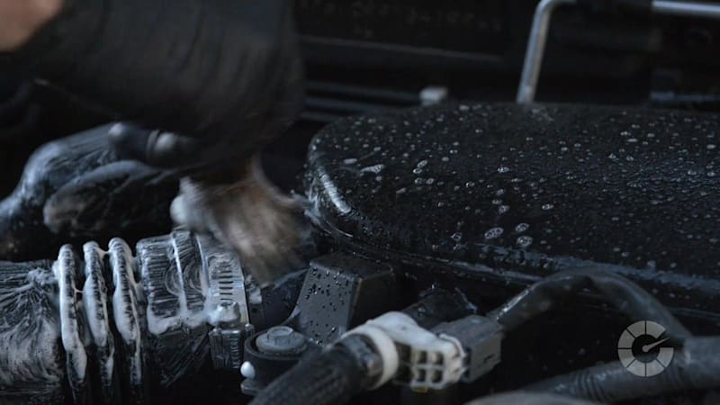How to clean your engine's surface | Autoblog Details