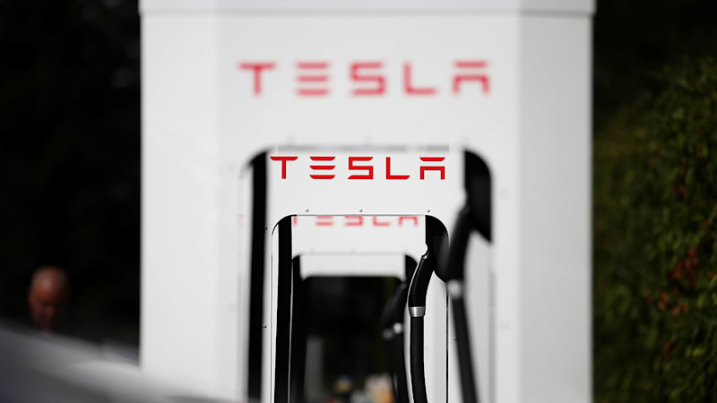 Recharge Wrap-up: Tesla plans NE Spercharger, GM denies AI taxi claim