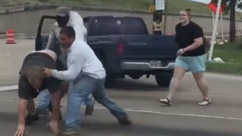 Houston road rage incident devolves into all-out brawl