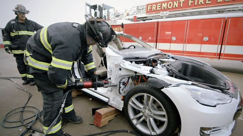 Watch the Jaws of Life tear apart a Tesla Model S - Autoblog
