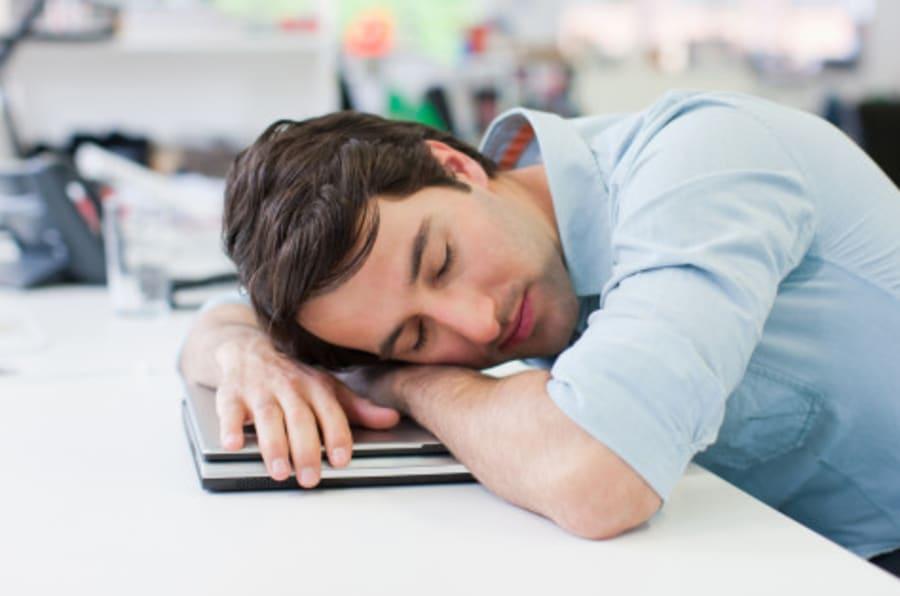 une petite sieste au travail 8 fran ais actifs sur 10 se disent fatigu s. Black Bedroom Furniture Sets. Home Design Ideas