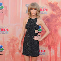 2015 iHeartRadio Awards Red Carpet Arrivals