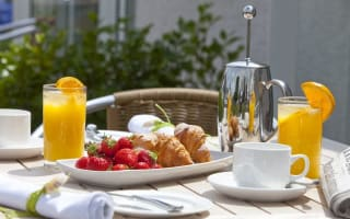 Holidaying Brits confess to keeping snacks from breakfast for later