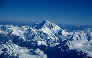 Video of the day: Base jump from Mount Everest