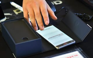 Samsung reduces Note7 production amid reports of replacement phones catching fire