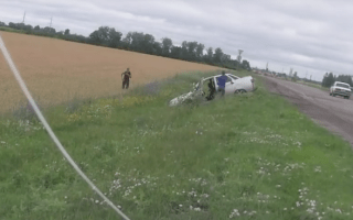 Driver has ridiculously close call on busy road in Russia
