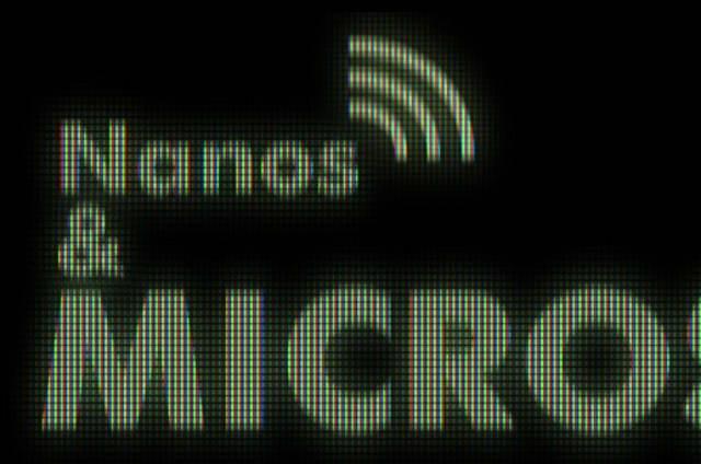 Nanos y micros: PS4 por piedras, mesas luminiscentes y más