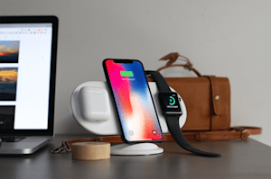 Esta base de carga inalámbrica carga AirPods, iPhone y Apple Watch por sólo 39 dólares