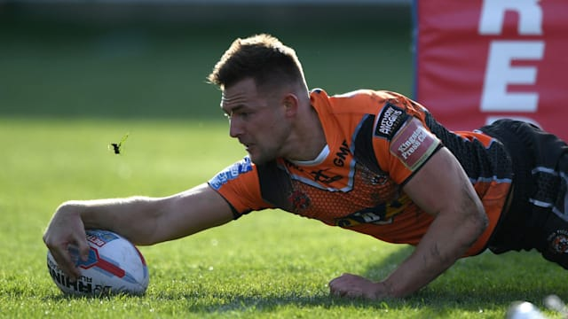 Greg Eden runs in five tries in crushing Castleford win over Warrington