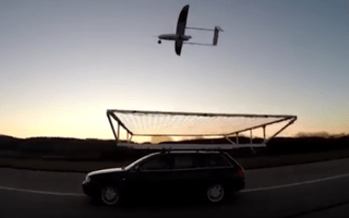 Incredible computer-controlled drone lands on moving car