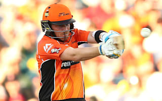 Old Ashes foes unite as Bell, Johnson fire Scorchers past Strikers