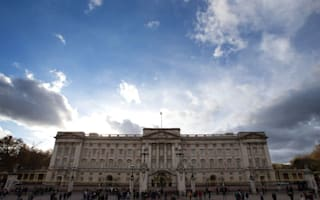 More than 100,000 sign petition asking Queen to pay for £369m palace repairs
