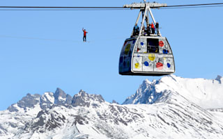 Pictures: Highliner walks next to cable car 1,200ft in front of Mont Blanc