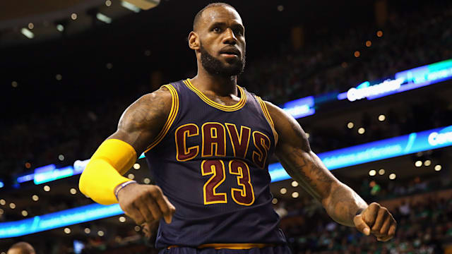 LeBron has no fear for Warriors' 'Famous Four'