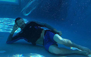 Hugh Jackman takes an underwater nap (picture)