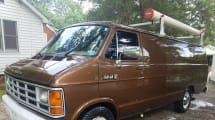 Subastan en eBay una camioneta espía del FBI