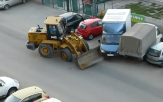 Russian digger driver rams cars and gets beaten up
