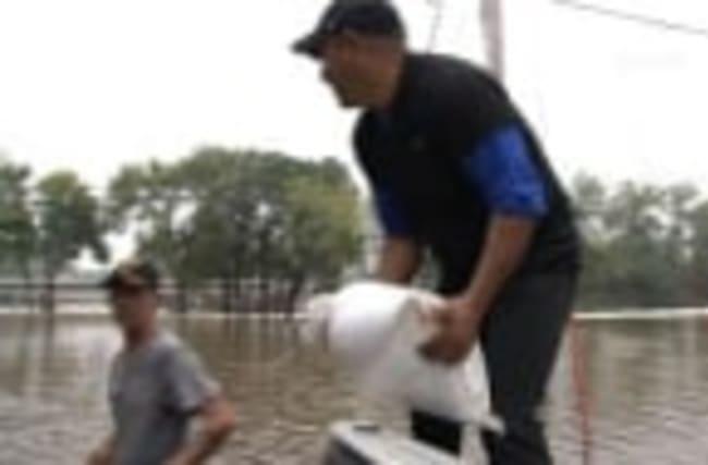 Raw: Iowa Residents Brace for Flooding