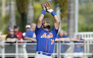 WATCH: Mets prospect Guillorme makes insane nonchalant grab of flying bat in dugout