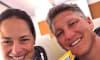 Bastian Schweinsteiger und seine Ana teilen ein Foto aus dem Flugzeug - ein Detail darauf macht die Fans stutzig