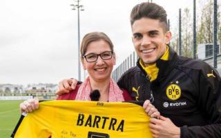 Lone Revierderby Dortmund fan gets Bartra's shirt
