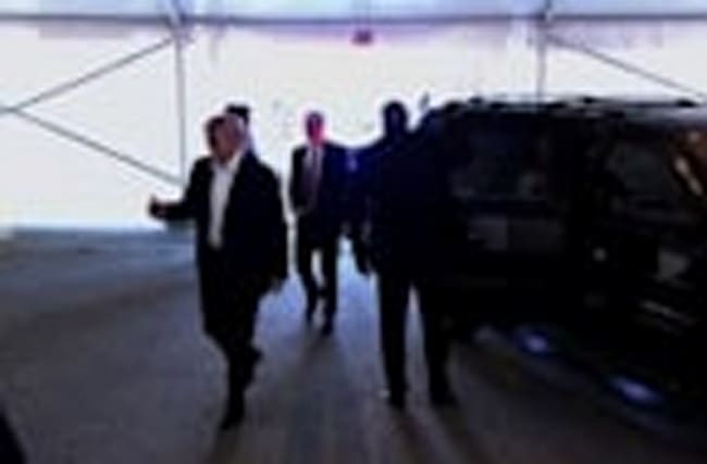Raw: Trump Arrives at Hofstra Univ. for Debate