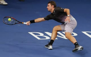 Wawrinka, Murray ease through