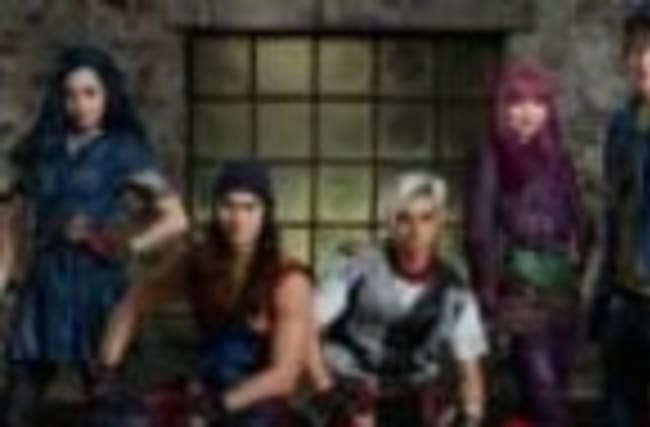 Descendants 2 Cast ANNOUNCES Premiere Date In New Videos