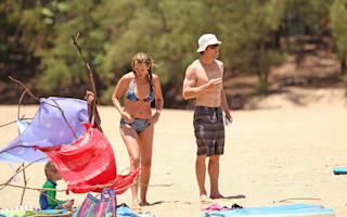 Julia Roberts relaxes with her family in Hawaii