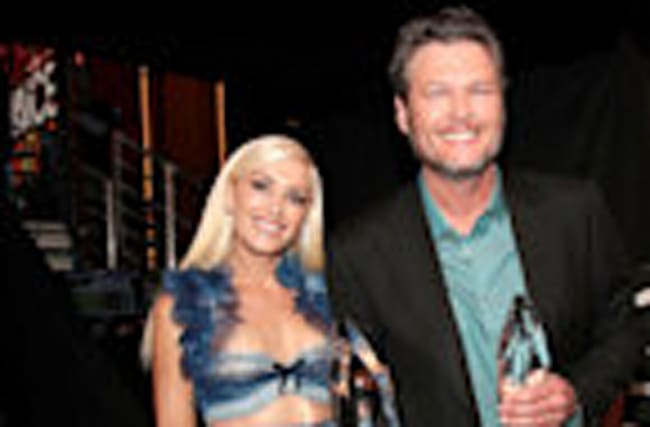 Gwen Stefani Crashes Boyfriend Blake Shelton's Trailer During 'The Voice' Backstage Tour!