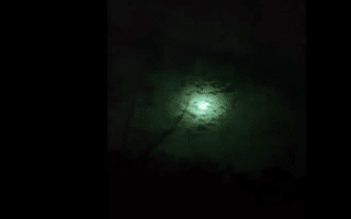Flaming meteor turns sky green in Argentina (video)