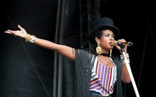 Boris Johnson steps in as Kelis alleges 'racial abuse' at London airport