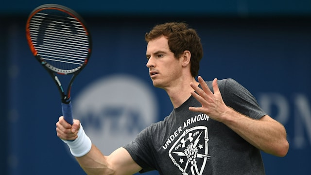 Murray advances in Dubai