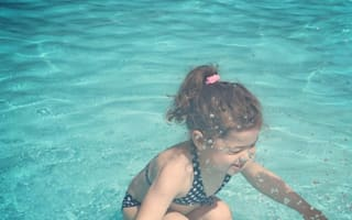 Is this girl underwater or above? Internet baffled by picture