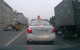 Lunatic bulldozer driver terrifies motorists