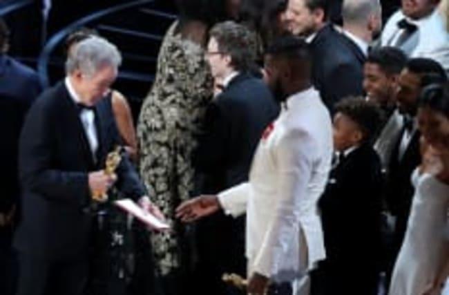 Internet ne s'en remet pas de l'erreur aux Oscars