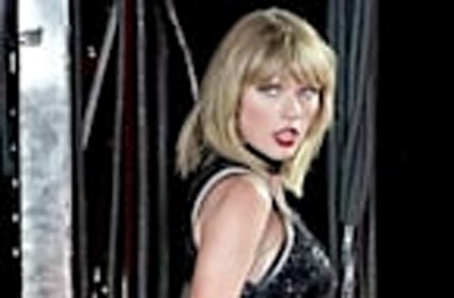 "Taylor Swift's Alleged DJ Groping DETAILS - Felt ""Violated"" & ""Frantic"""