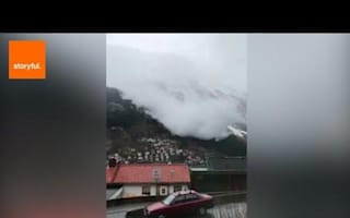 Avalanche blankets homes in Norway