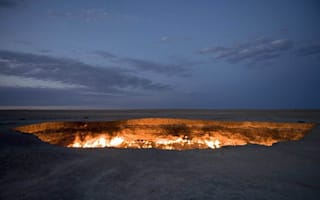 Giant hole in desert has been on fire for over 40 years